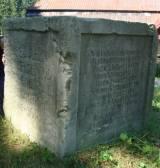 Zachowany fragment pomnika w Karłowie