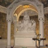 Posąg Matki Bożej Loretańskiej.