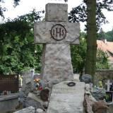 Grób i pomnik Jerzego Starzyńskiego.