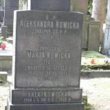 Warszawa. Grób ofiar eksplozji prochowni.