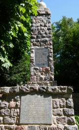 Poznań. Pomnik i mogiła zbiorowa jeńców francuskich.